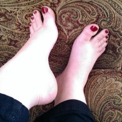 Violets.Feet