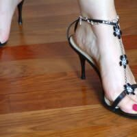 blonde_barefoot